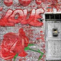 Loslassen-Liebe - auf eine Wand gemalt