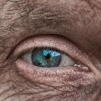 Wenn Eltern altern-Auge und Falten